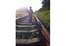 Мальчик на рельсах