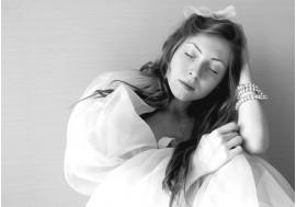 Сонная девушка