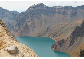 Озеро в кратере Чан Бай Шан